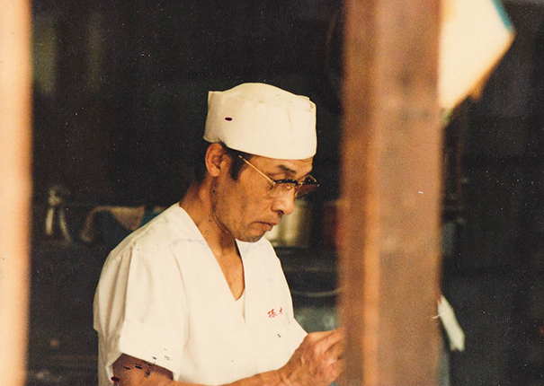 和菓子職人・井上さん(C)孫三総本家・花詩Hakone Sweets