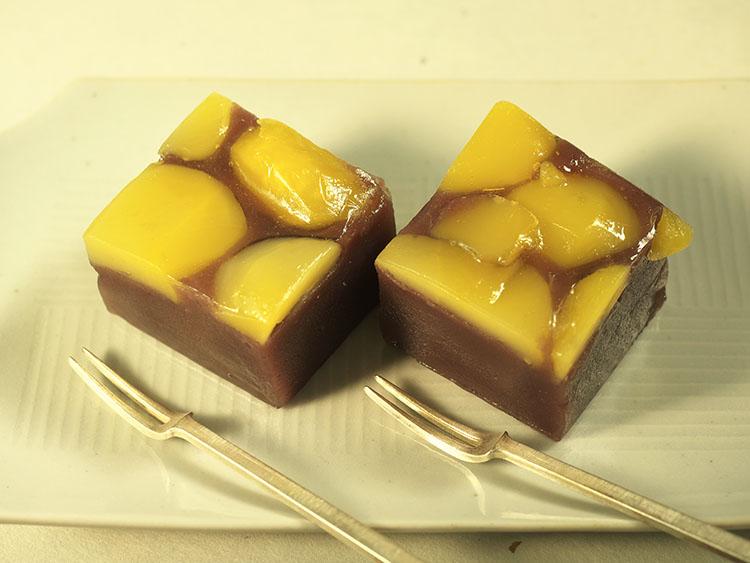 はこね石だたみ家伝純粋栗むし(C)孫三総本家・花詩Japanese-sweets-wagashi